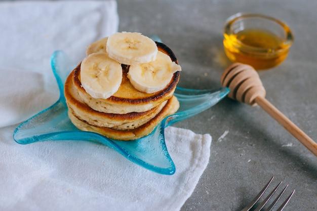 Süßer selbst gemachter stapel pfannkuchen