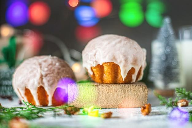 Süßes dessert gebäck kekse brötchen oder lebkuchen weihnachten behandeln