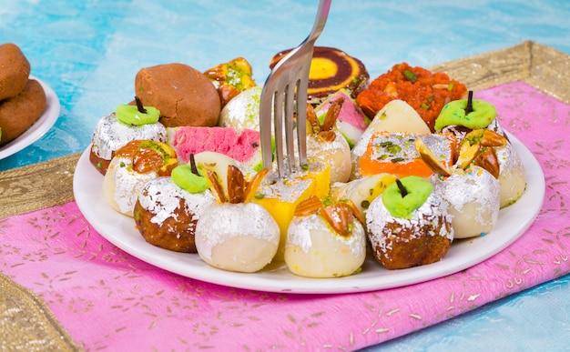 Süßes essen mischen