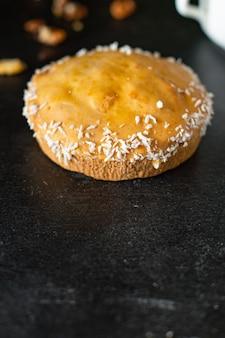 Süßes gebäckplätzchen-beeren-füllung hausgebackener kuchen süßes desserttörtchen
