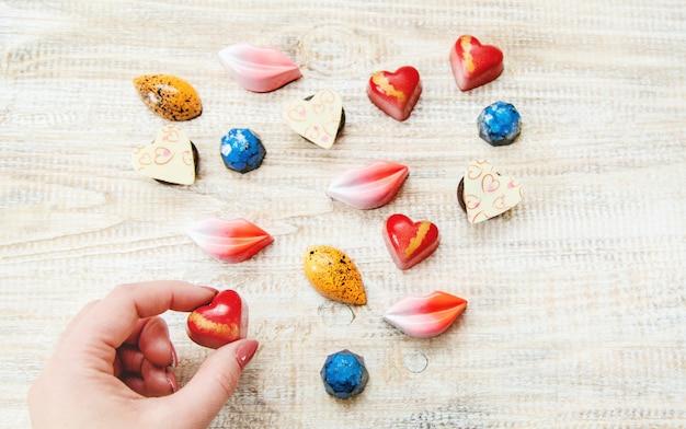 Süßes geschenk für den geliebten. selektiver fokus