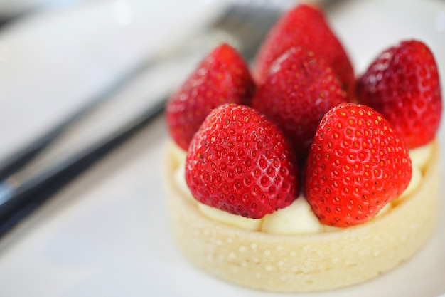 Süßes lebensmittel des erdbeerkäsetörtchen-kuchennachtischs