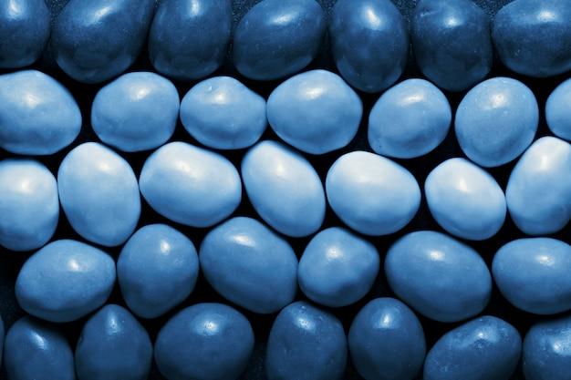 Süßigkeiten auf klassischer blauer farbe