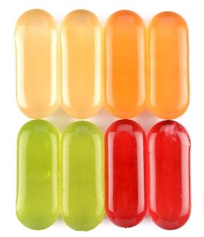 Süßigkeiten auf weißem hintergrund