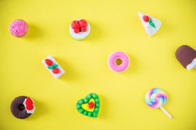 Süßigkeiten in einem bunten muster