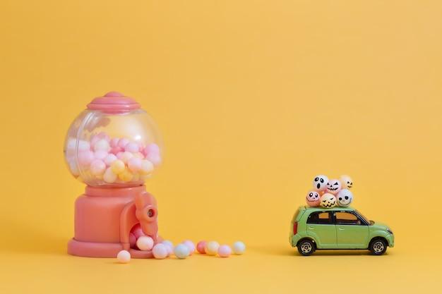 Süßigkeiten mit gruseligen gesichtern entwerfen für halloween-konzept