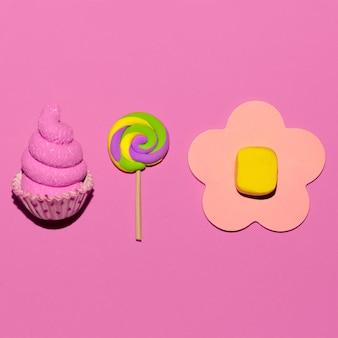 Süßigkeiten süßigkeiten. pink candy mood flatlay art