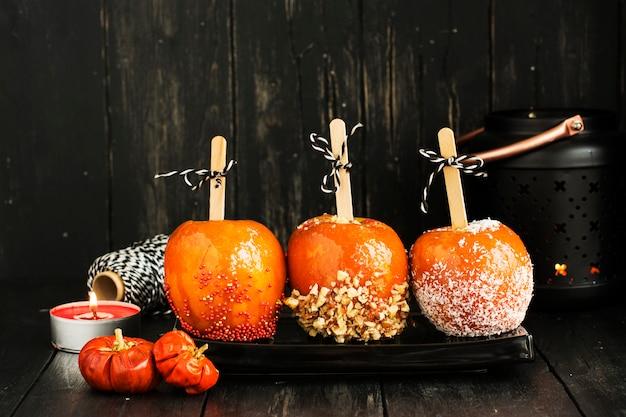 Süßigkeitsäpfel für halloween-party