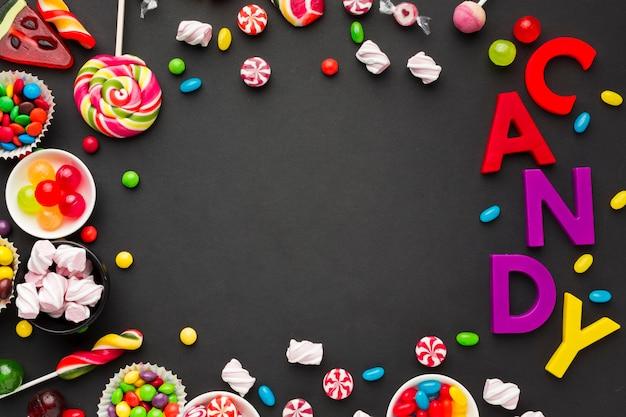 Süßigkeitsbeschriftung und bonbonrahmen mit kopienraum