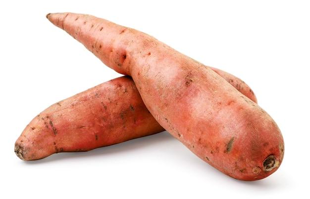 Süßkartoffel-nahaufnahme auf weißem hintergrund. isoliert