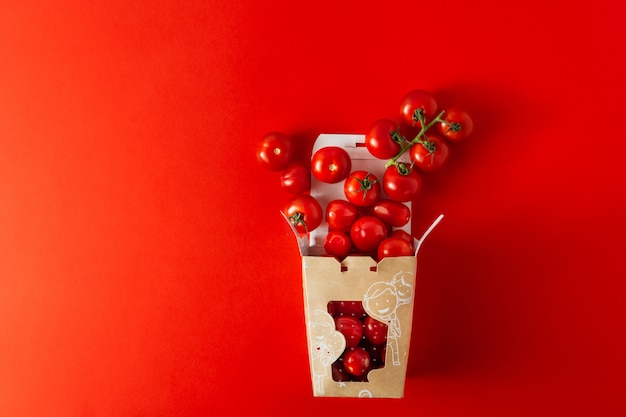 Süßkirschtomaten in papar herausnehmen box