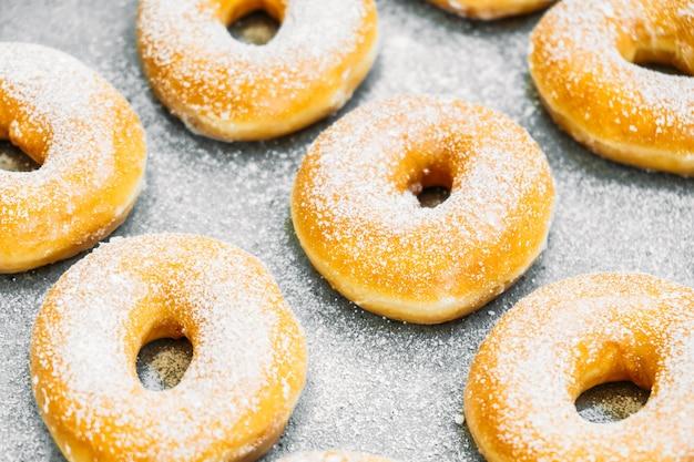 Süßspeise mit vielen donut