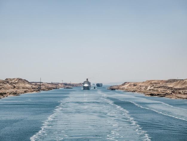 Suezkanal. blick von einem kreuzfahrtschiff