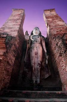 Sukhothai wat mahathat buddha-statuen wat mahathat capital sukhothai historical park