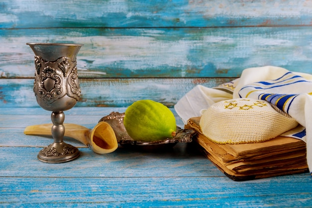 Sukkot das etrog lulav arava gebetbuch kippah