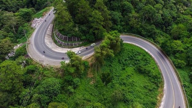 Sumatra-damm mitten in den seulawah-inong-bergen