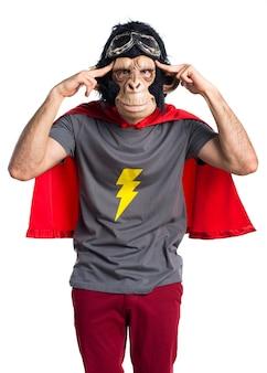 Superheld-affenmann denkt