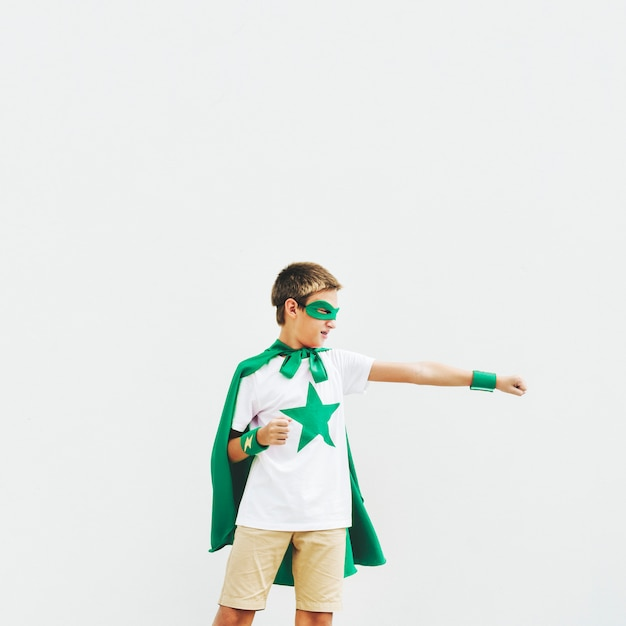 Superheld-jungen-fantasie-freiheits-glück-konzept