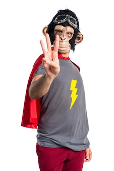 Superhero affe mann zählt drei