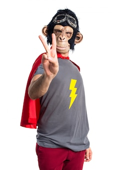 Superhero affen mann zählt zwei