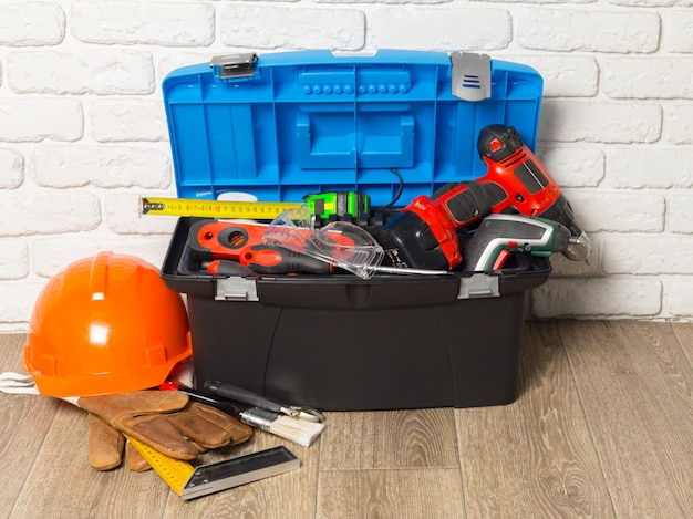 Support-service-konzept. werkzeugkasten mit werkzeugen