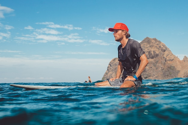 Surfer im ozean