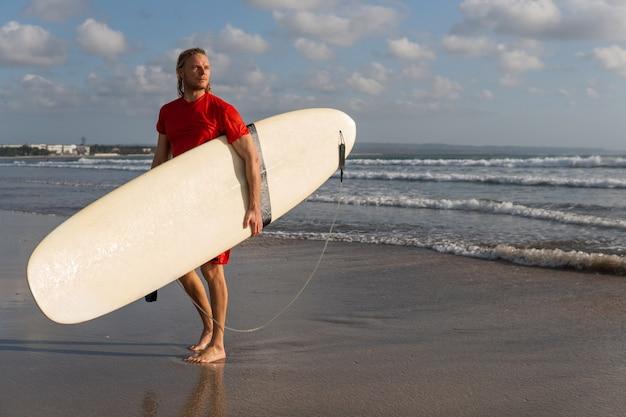 Surfer-porträt. bali