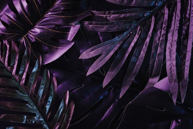 Surreale hawaii-art-disco-einladung. dschungel-trend-neon-hintergrund und party-konzept.