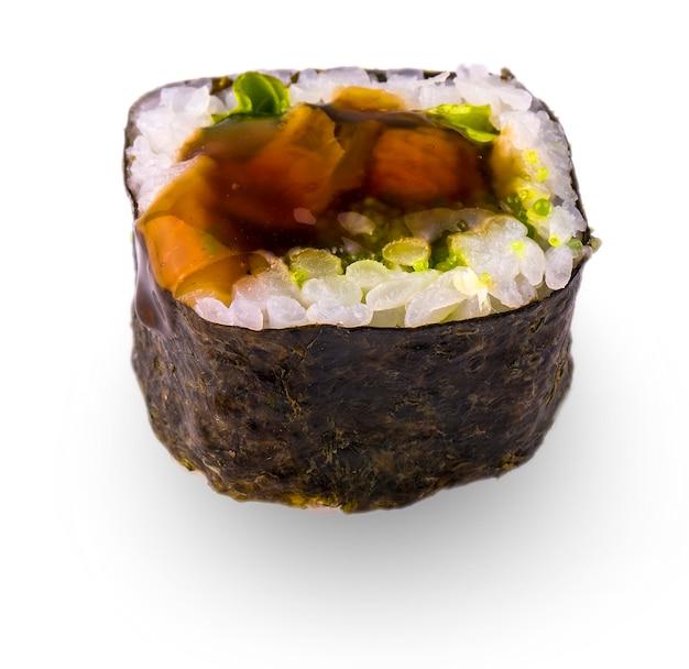 Sushi auf weißem hintergrund