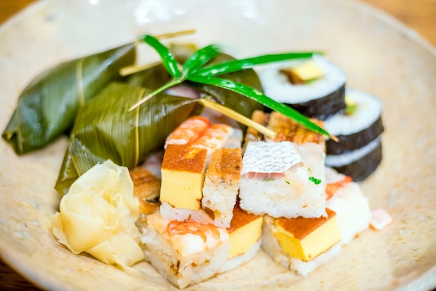 Sushi im traditionellen kyoto-stil in einem japanischen restaurant