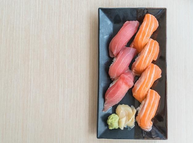 Sushi lachs und thunfisch