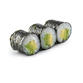 Sushi maki verschiedene arten isoliert auf weißem hintergrund.