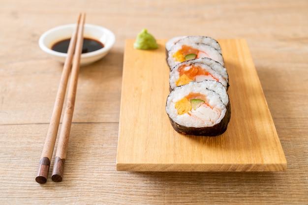 Sushi roll maki mischen