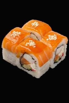 Sushi-rollen-lachs, kaltgeräucherter lachs, philadelphia-käse