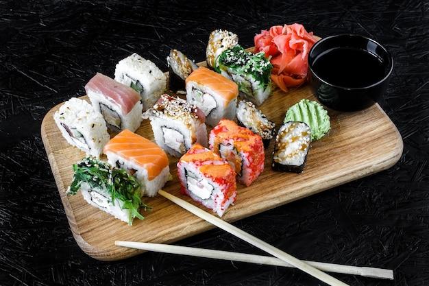 Sushi rollen. nigiri. maki. sushi-set