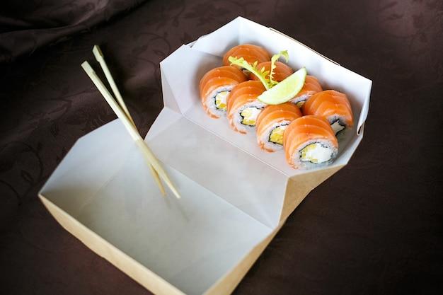 Sushi-set, sushi-set, japanisches sushi, salat, ingwer, wasabi, in einer box