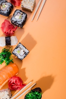 Sushi-sortimente mit kopierraum