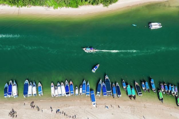 Swiftlet pier und touristen hochsaison phang nga thailand