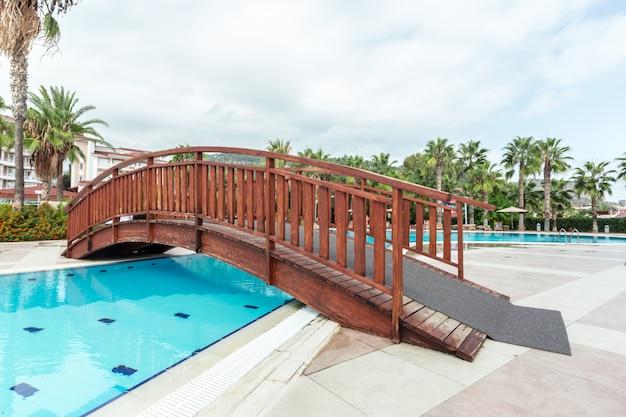 Swimmingpool in der luxuxkondominium