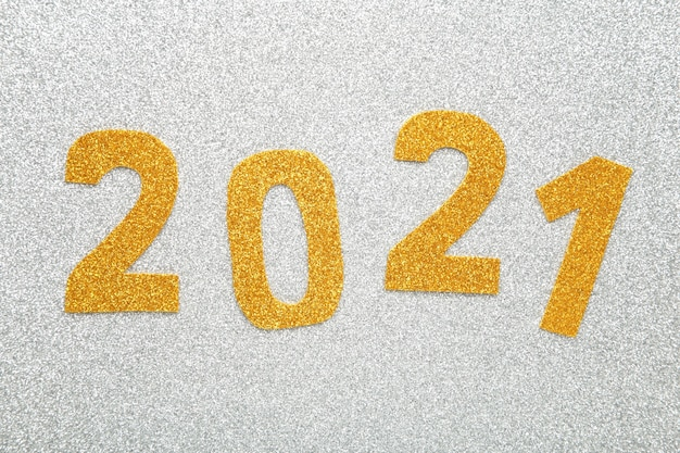 Symbol von nummer 2021 auf hölzernem hintergrund