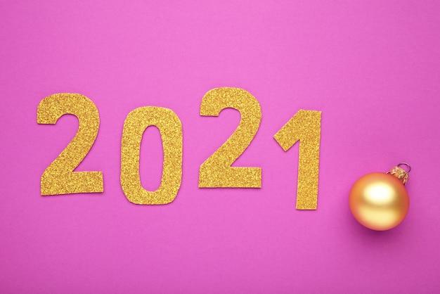 Symbol von nummer 2021 auf rosa hintergrund