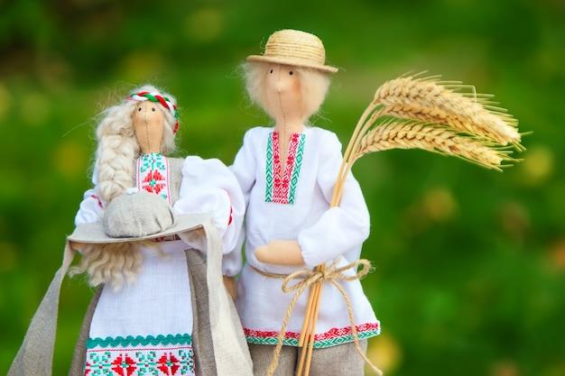 Symbolische puppen der weißrussen.weißrussische puppen