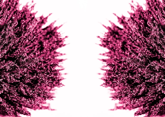 Symmetrie des purpurroten magnetischen metallischen rasierens auf weißem hintergrund