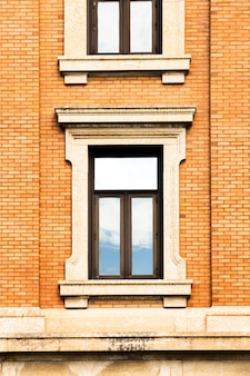 Symmetrischer backsteinbau der nahaufnahme