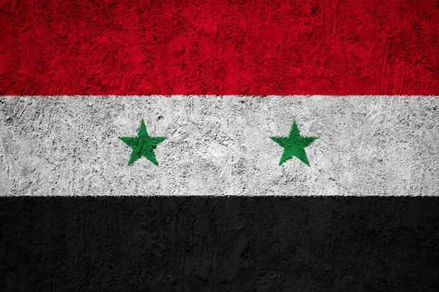 Syrien-flagge gemalt auf schmutzwand