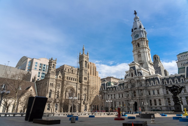 Szene des philadelphia-rathauses, des freimaurertempels und der arch street united methodist church