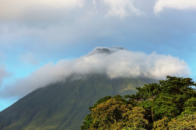 Szenischer vulkan arenal in costa rica, mittelamerika