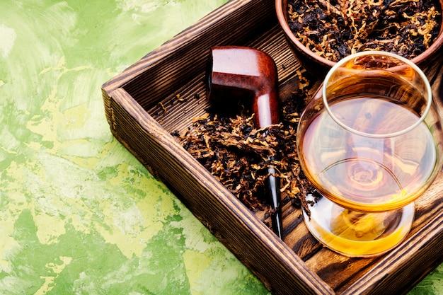 Tabakpfeife und alkohol