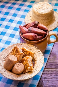 Tabelle der traditionellen brasilianischen partei, die festa junina genannt wird