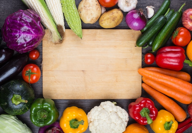 Tabelle voller gemüse